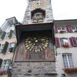 Часовая башня при выходе из гостиницы