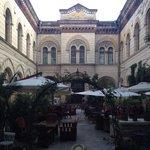 Внутренний двор ресторана Бернардаццы