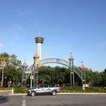 Le parc en face de l'hôtel