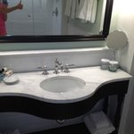 Sparkling clean bathroom~thumbs up!