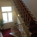 altes Treppenhaus mit schönem Geländer