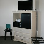 "32""Flat screen TV, mini fridge & microwave"