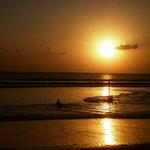 """....""""Hal yang paling indah bisa mengabadikan Terbenamnya Matahari di Pantai Kuta Bali""""..."""
