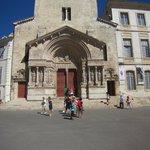 Façade de l'église St Trophine