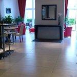 Entrance restaurant Hotel Cascade Midi Brussels
