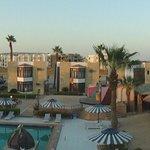 Отель. Корпуса с другой стороны бассейна.