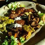 Speise für 2 Personen (Hühnchen, Lamm, Rind (?!) und verschiedene veg. Beilagen)