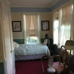The large queen bed suite