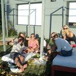 Mates y medialunas calentitas con los amigos de australia