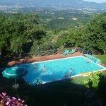 Zwembad en uitzicht over de vallei