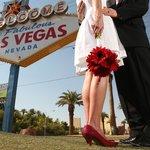 Scenic Las Vegas Weddings- amazing photos.