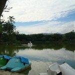 Navegando nas águas do lago.