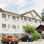Fairwood Inn & Suites DuPont