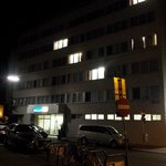 Hotellet by night