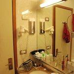 angolo specchio lavandino