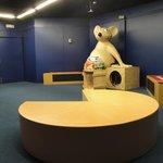 "Sala de audiovisuales con nuestra mascota ""Izal"""