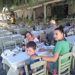 πολύ ωραία ελληνική ταβέρνα με μεγάλη ποικιλία σε ψάρια και κρεατικά