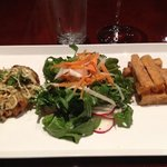 crab cake with arugula salad and sweet potatoe fries