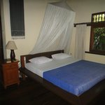 Bedroom with A/C, fans and mosquito nets (Suite Fish)