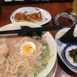 大砲:ワンタン麺+おにぎりセット