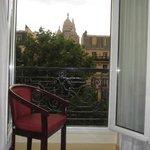 Uitzicht vanuit kamer op de Sacre Coeur
