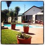il giardino con la piscina