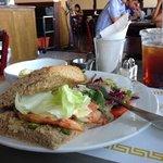 ricos sándwich y ensaladas