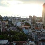 visão do 12°: esquerda teatro Amazonas, direita Igreja de São Sebastião e a longe a ponte Rio Ne