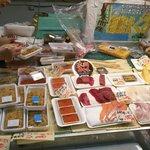 魚菜センターのお店でお好みのお刺身を購入