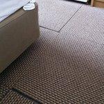 disjoncted carpet tiles floor