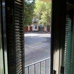 vue du balcon sur immeuble d en face