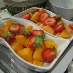 Raviers fraises melons pêhces au petit-déjeuner à La Houeyte