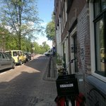 Lijnbaansgracht 91.  The one with the bench outside.