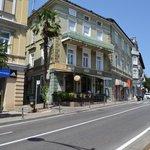 le restaurant dans la rue principale d'Opatjia