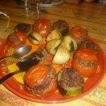 Tomates rellenos de pato y patatas rellenas de tapenade de olivas negras!!!