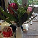 decorazioni sul tavolo della colazione