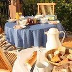 Fruehstueck in der Provence in den Vogesen