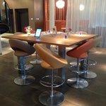 leestafel met Ipads in de lobby