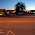 Blick auf das abendliche Motel