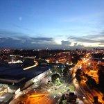 vista noturna da cidade visto da cobertura do hotel