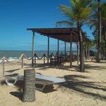 Área externa do restaurante do hotal na praia