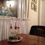 mesa no salão principal