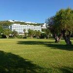 Parc de l'hôtel contigu à la plage