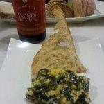cerveza artesana y wakame con erizos