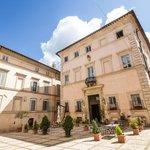Esterno dei due edifici Palazzo Urighi e Palazzo Valenti