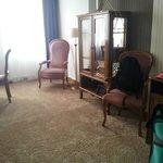 Wohnbereich mit gediegenen aber bequemen Möbeln