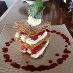 Superposition de fraises et framboises Crème fouettée boubonnaise