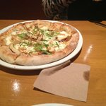 this garlic and chicken pizza was amazing!