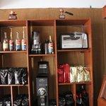 Exquisita cafetería en planta baja