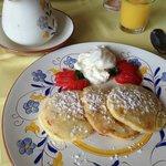 Almond apricot pancakes - delicious!